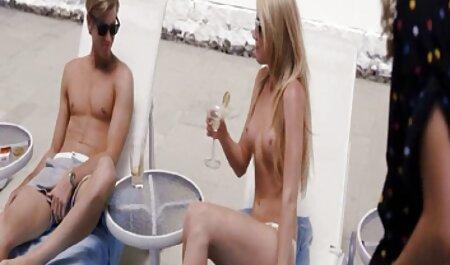 Miranda Miller thủ dâm phim sec thu du nguoi mà không cởi giày của cô.