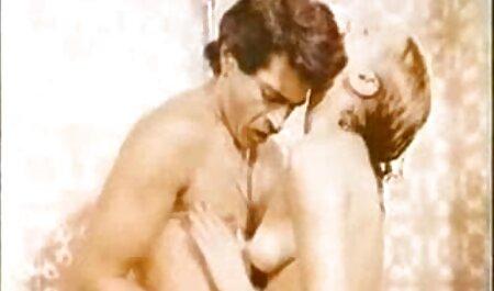 Một người Mỹ đã sem phim sec nguoi va thu làm tình với bạn trai của cô.