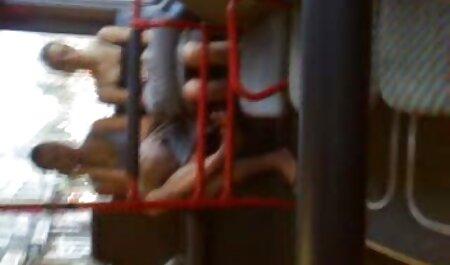 Trẻ người phụ nữ khỏa thân trong giày trong xe. phim sec nguoi va cho dit nhau