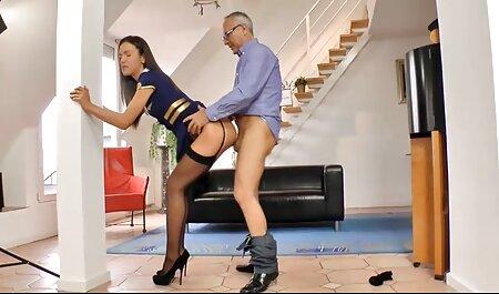 Một người đàn ông sẽ làm tình với cả hai cô sec nguoi va thu vat gái.