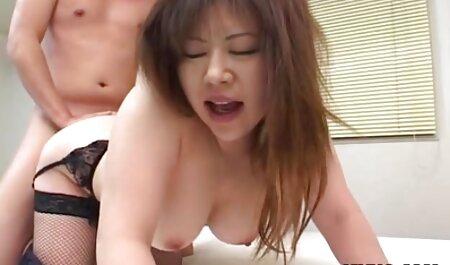 Các tình dục trước máy quay sec nguoi dit lon sử dụng các đồ chơi.