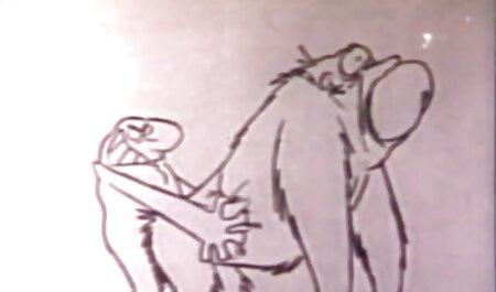 Một người đàn ông làm phim sec nguoi va thu vat tình với vợ của mình.