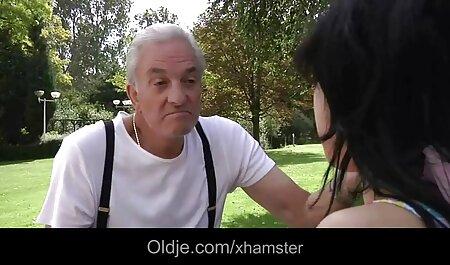 Các sec nguoi va thu người đàn ông có một phụ nữ da đen trong một chiếc mũ.
