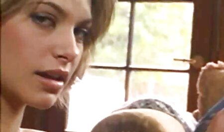 Các cô gái tóc vàng cho kết phim sec nguoi va cho dit nhau quả của những người giàu vào mặt.