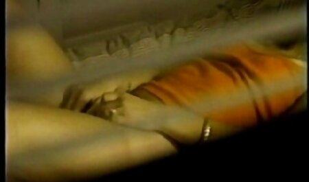 Chán phim sec thu cho dit nguoi ăn cho thấy cơ thể của mình.