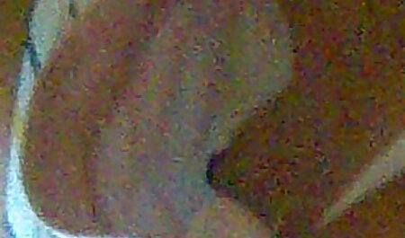 Người phụ nữ trẻ trong pim sec nguoi va thu đúc.